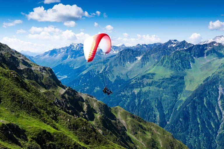 Vol biplace parapente au dessus des Arcs